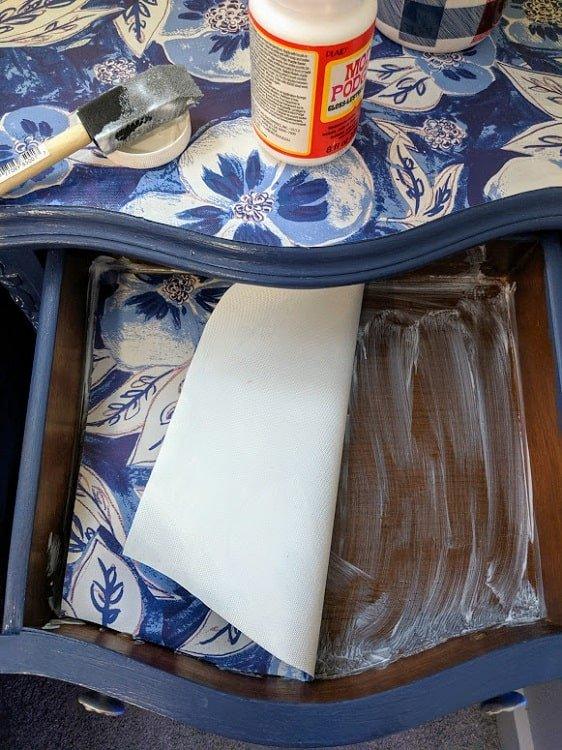apply drawer liner